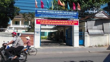 Quảng Nam: Phát hiện bé gái 5 ngày tuổi bị bỏ rơi gần cổng chùa Vạn Đức - Ảnh 1