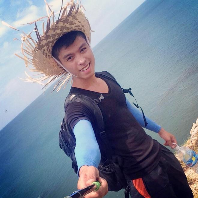 Nam sinh 19 tuổi một mình lái xe phượt xuyên Việt - Ảnh 1