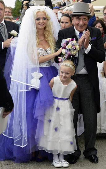 Những đám cưới chênh lệch tuổi tác khiến dân mạng xôn xao - Ảnh 2