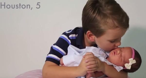 Cảm xúc khó tả của 6 ông anh trai khi lần đầu có em gái - Ảnh 4