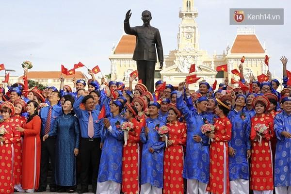 100 cặp uyên ương tham gia đám cưới tập thể trên đường phố Sài Gòn - Ảnh 1
