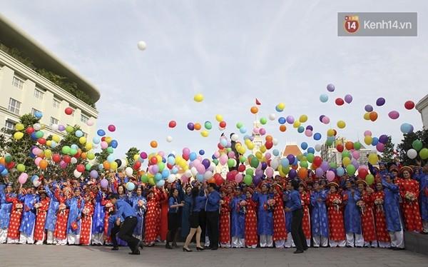 100 cặp uyên ương tham gia đám cưới tập thể trên đường phố Sài Gòn - Ảnh 2
