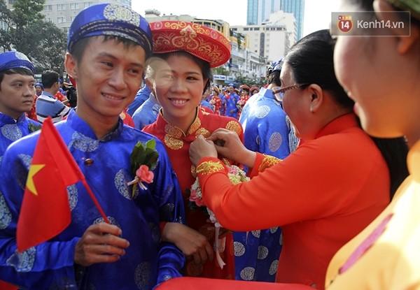 100 cặp uyên ương tham gia đám cưới tập thể trên đường phố Sài Gòn - Ảnh 4