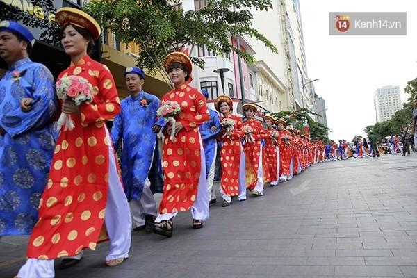 100 cặp uyên ương tham gia đám cưới tập thể trên đường phố Sài Gòn - Ảnh 5