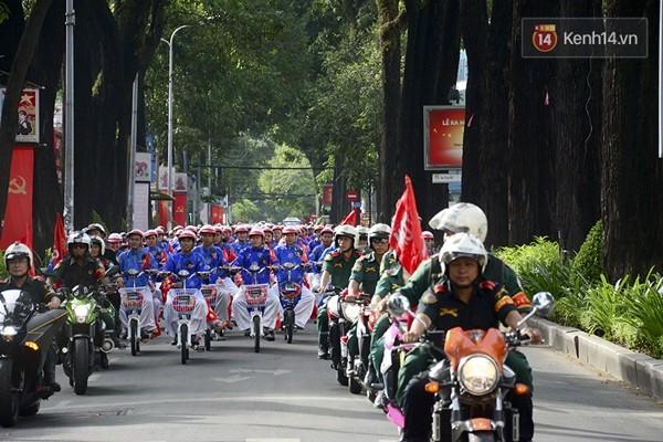 100 cặp uyên ương tham gia đám cưới tập thể trên đường phố Sài Gòn - Ảnh 8