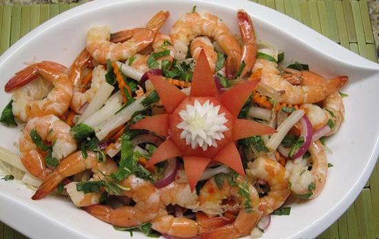 Gỏi ngó sen tôm thịt, gỏi cá trê chua ngọt cho thực đơn bữa cơm tối - Ảnh 1