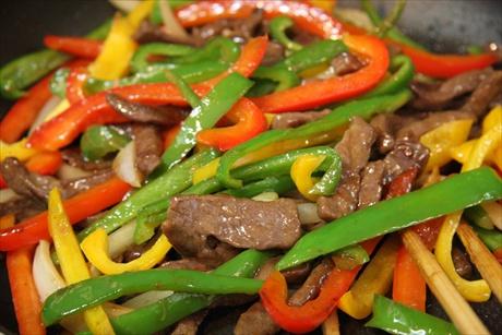Thịt bò xào ớt chuông thơm ngon, hấp dẫn bữa cơm tối đầu tuần - Ảnh 3