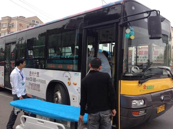 Tài xế xe bus và hành khách chung tay đỡ đẻ trên xe gây xúc động - Ảnh 2