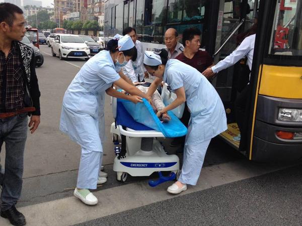 Tài xế xe bus và hành khách chung tay đỡ đẻ trên xe gây xúc động - Ảnh 3