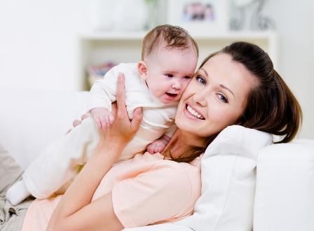 Mẹo trị rụng tóc sau khi sinh con hiệu quả nhất - Ảnh 1