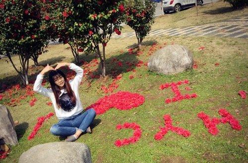 Nữ sinh xinh đẹp xếp hoa tỏ tình với bạn trai phương xa - Ảnh 3
