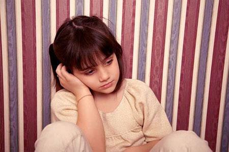 Trẻ bị tự kỷ: Biểu hiện và cách điều trị bệnh - Ảnh 1