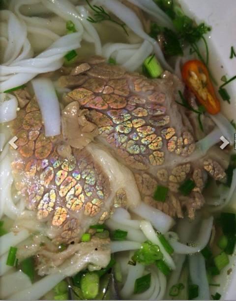 Xôn xao ăn phở phát hiện thịt bò có 7 sắc cầu vồng - Ảnh 1