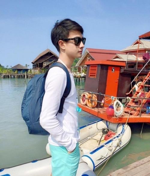 """Mê mẩn trước vẻ đẹp """"không tì vết"""" của chàng trai bán cà ri ở khu chợ Thái Lan - Ảnh 2"""