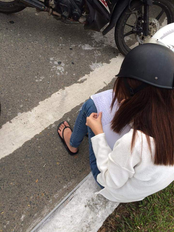 Đi ngược chiều, cô gái nhận hình phạt  từ CSGT: Chép phạt kín trang giấy - Ảnh 2