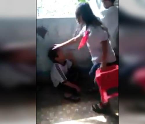 Phẫn nộ với clip học sinh lớp 4 đánh lộn, dồn nhau vào góc tường - Ảnh 3