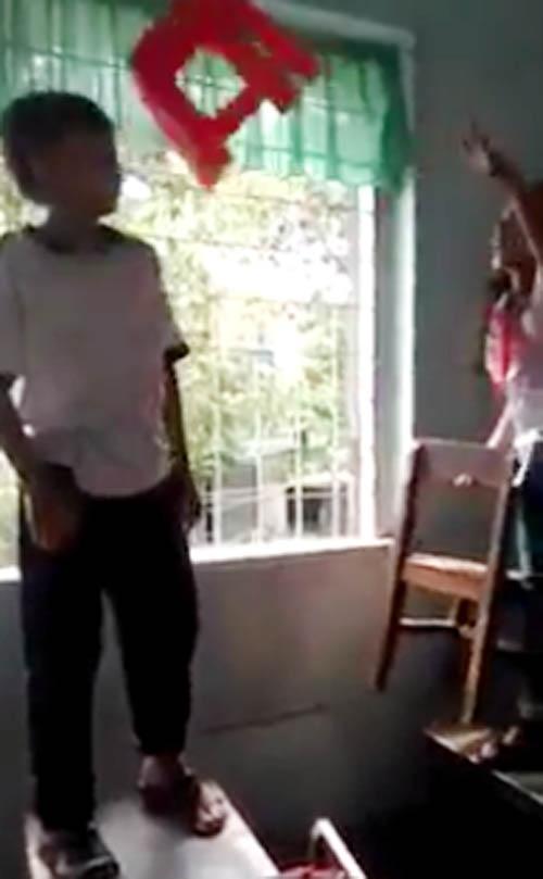 Phẫn nộ với clip học sinh lớp 4 đánh lộn, dồn nhau vào góc tường - Ảnh 1