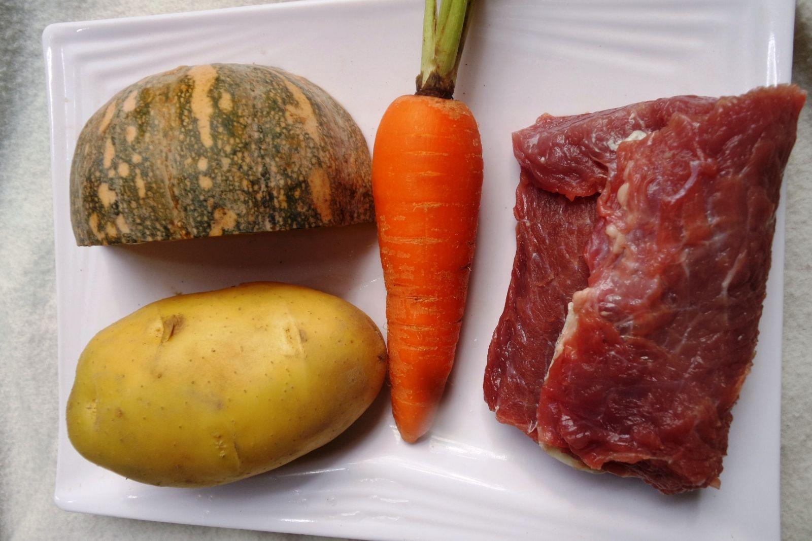 Canh thịt bò nấu rau củ vừa bổ dưỡng vừa thanh mát bữa cơm cuối tuần - Ảnh 1