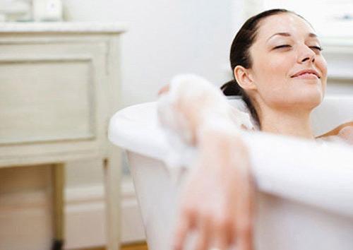 Phụ nữ sau khi sinh cần kiêng cữ những gì để có một cơ thể khỏe mạnh? - Ảnh 1