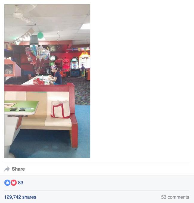 Cô gái tổ chức tiệc sinh nhật 18 tuổi nhưng chẳng ai đến dự - Ảnh 2