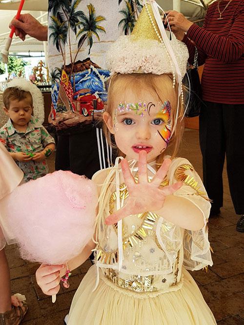 Sinh nhật đặc biệt của bé gái sau cái chết của mẹ - Ảnh 1