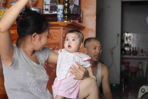 Người đàn bà 53 tuổi vỡ òa hạnh phúc khi được làm mẹ - Ảnh 2