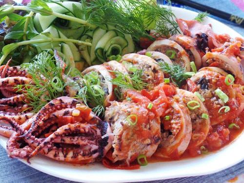 Chế biến mực nhồi thịt sốt cà chua cho bữa tối ngon tuyệt - Ảnh 4