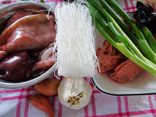 Chế biến mực nhồi thịt sốt cà chua cho bữa tối ngon tuyệt - Ảnh 1