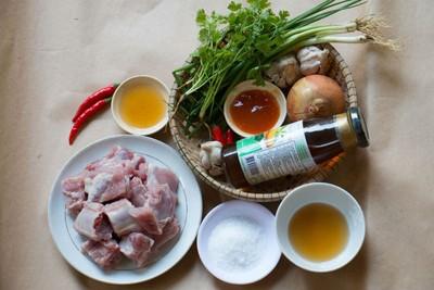 Cách chế biến sườn non hấp xí muội đậm đà, dinh dưỡng cho bữa cơm đầu tuần - Ảnh 1