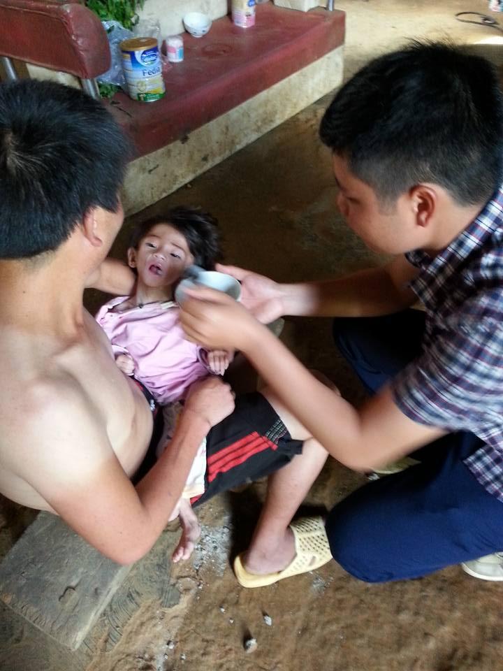 Xót thương bé gái 14 tháng tuổi chỉ nặng 3,5kg vì… đói - Ảnh 2