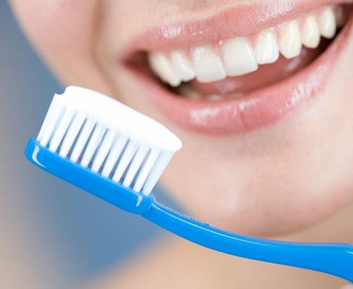 Những thói quen gây hại cho răng không phải ai cũng biết - Ảnh 2