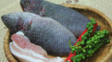 Cá rô kho tộ thơm cay cho bữa cơm ngày mưa  - Ảnh 1