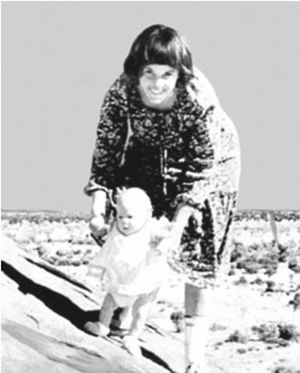 Con 9 tháng tuổi bị chó tha đi mất, người mẹ vướng án tù oan nghiệt, gia đình - Ảnh 2