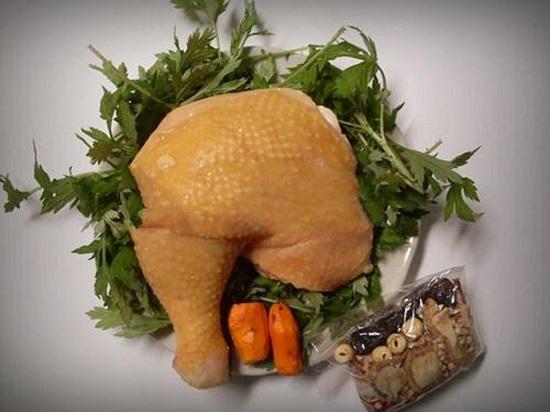 Cuối tuần tẩm bổ với món gà hầm thuốc bắc hạt sen - Ảnh 3
