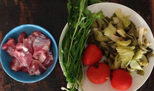 Chuẩn bị bữa cơm tối cho gia đình trong những ngày mưa gió - Ảnh 1