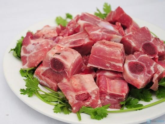 Cách chế biến món canh sườn non nấu cải chua đơn giản cho bữa cơm trưa - Ảnh 1