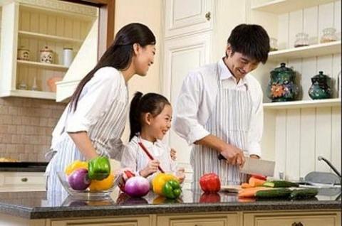 Thân làm đàn ông mà phải nấu cơm, giặt quần áo cho vợ thì nhục lắm - Ảnh 1