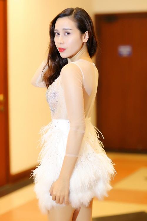 """Gu thời trang ngày càng """"lên đời"""" của Lưu Hương Giang  - Ảnh 5"""