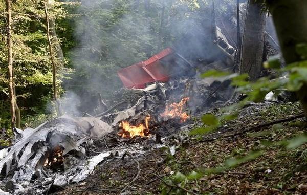 Tai nạn máy bay tại Slovakia: 7 người chết, 31 người nhảy dù thoát - Ảnh 1