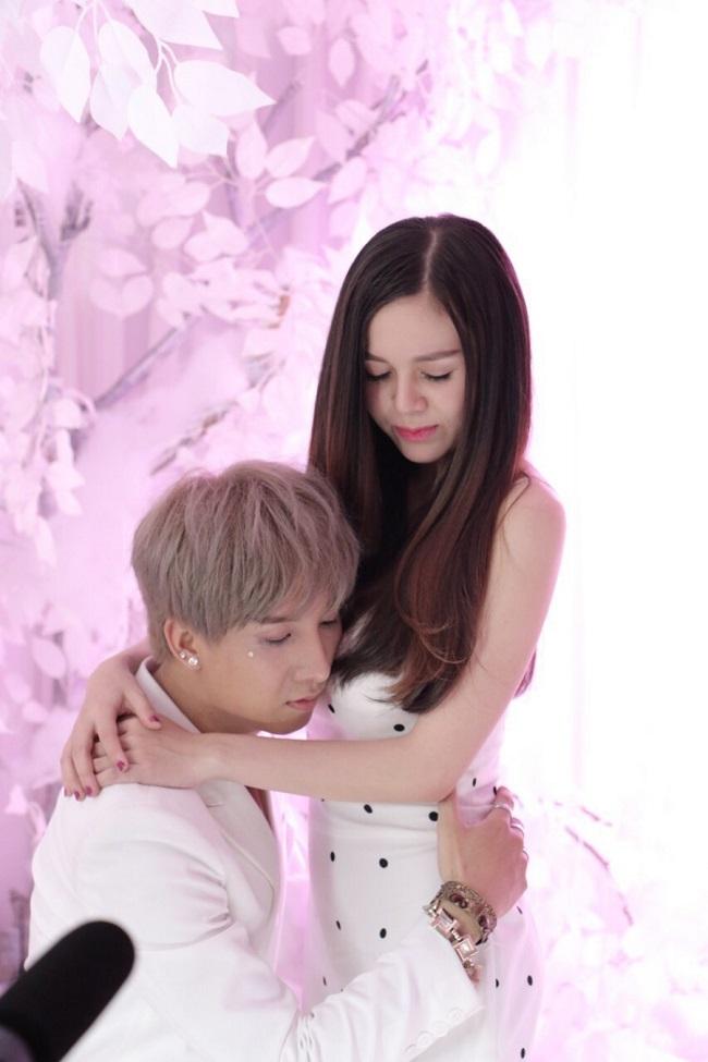 """""""Bản sao"""" Sơn Tùng tung MV thảm họa - Ảnh 2"""