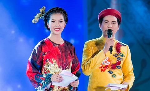 Á hậu Thúy Vân diện áo dài đính 1000 viên pha lê MC Lễ hội Áo dài TPHCM 2016 - Ảnh 1