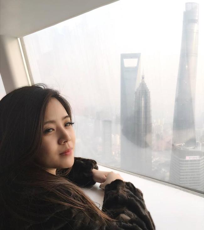 """Cuộc sống sang chảnh """"vạn người mơ"""" của em gái sao nam Việt - Ảnh 2"""