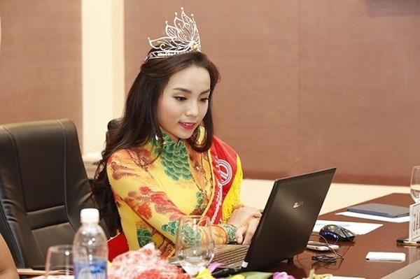 Hoa hậu Kỳ Duyên ngày càng hở bạo - Ảnh 1