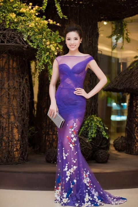 Hoa hậu Kỳ Duyên ngày càng hở bạo - Ảnh 7