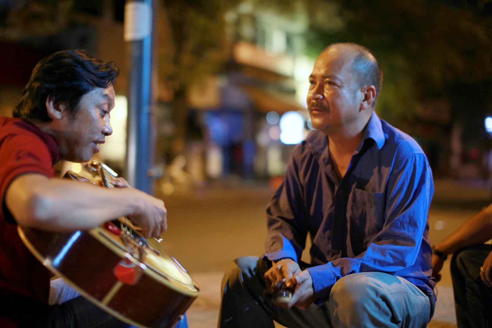 Đạo diễn Charlie Nguyễn khoe clip hát rock của danh hài Hoàng Sơn - Ảnh 2