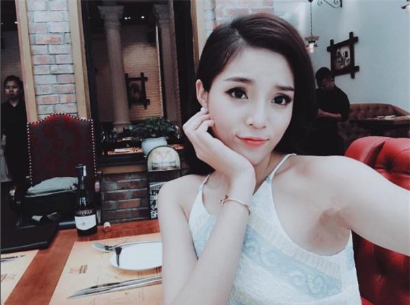 """Facebook sao: Kỳ Duyên lại """"biến dạng"""" vì photoshop, MC Phan Anh tình tứ bên vợ - Ảnh 1"""