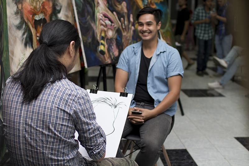 Nghệ sĩ  Việt thích thú với tranh hí họa về chính mình - Ảnh 4