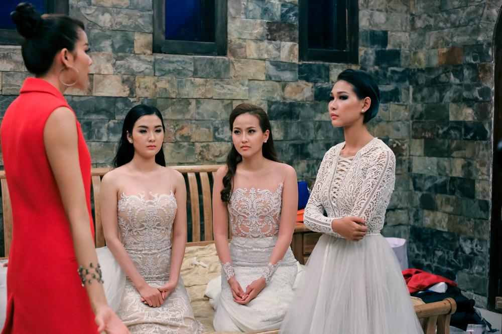 The Face tập 5: Phạm Hương gằn giọng, đập bàn quát Diệp Linh Châu - Ảnh 10