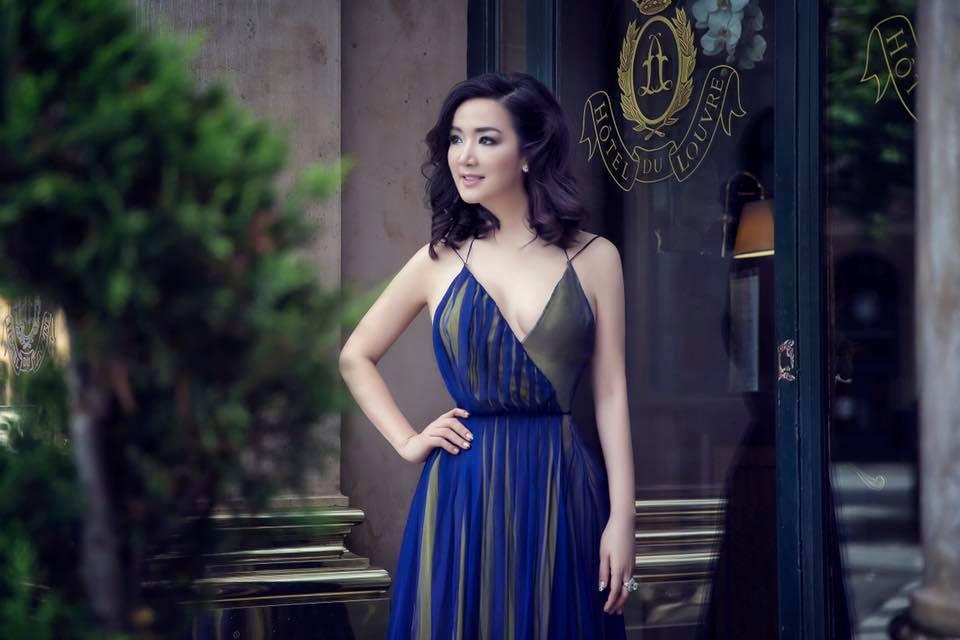 Nhờ photoshop, Hoa hậu Giáng My sở hữu eo thon hơn cả Ngọc Trinh - Ảnh 1