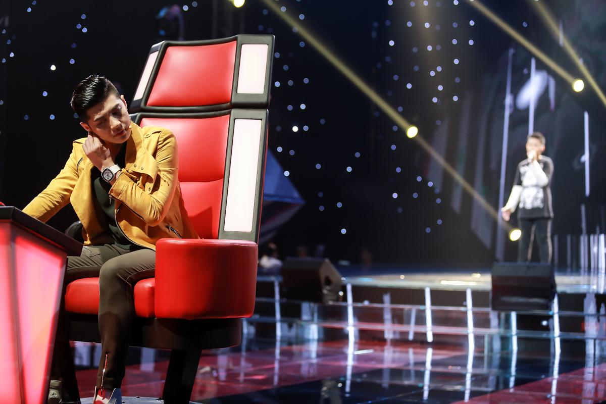 Noo Phước Thịnh rơi nước mắt khi nghe thí sinh The Voice Kids hát về mẹ - Ảnh 1